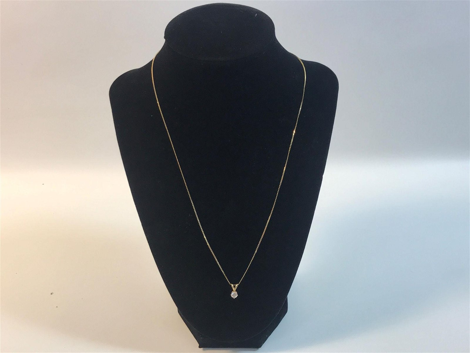 14 KT YELLOW GOLD NECKLACE W/ DIAMOND SOLITAIRE PENDANT