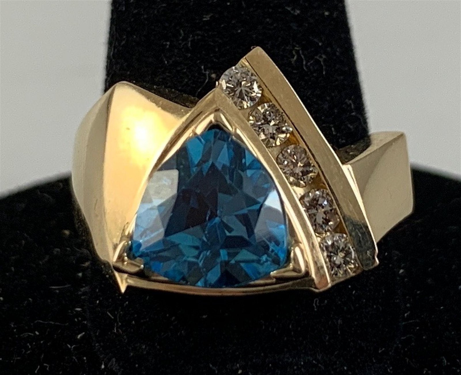 14KT YELLOW GOLD AND BLUE TOPAZ RING
