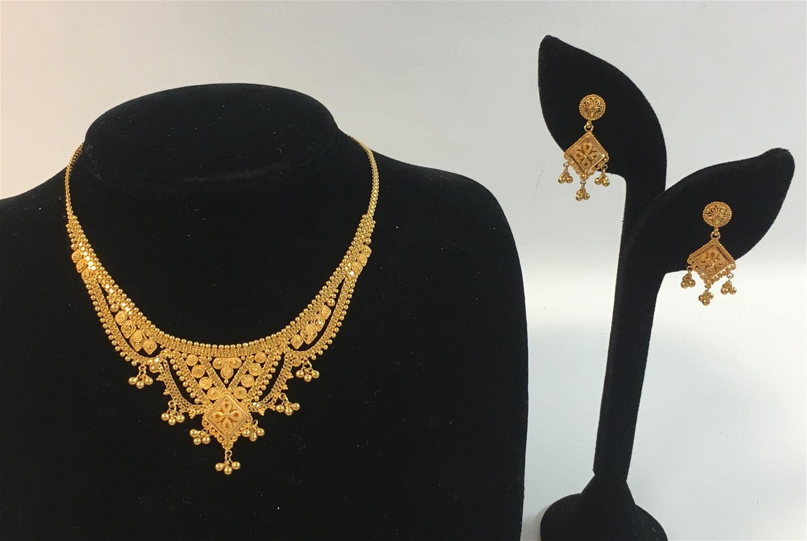 22KT INDIAN GOLD JEWELRY SET