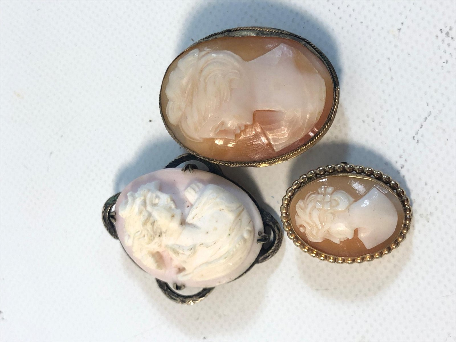 THREE SMALL VINTAGE CAMEO PINS/PENDANTS