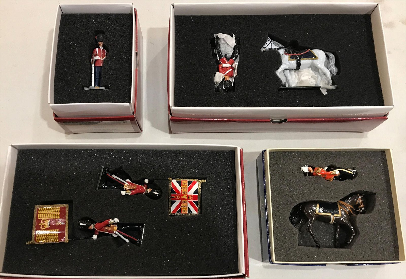 LOT 4 BOXES BRITAINS SOLDIERS - ROYAL SCOTS DRAGOON
