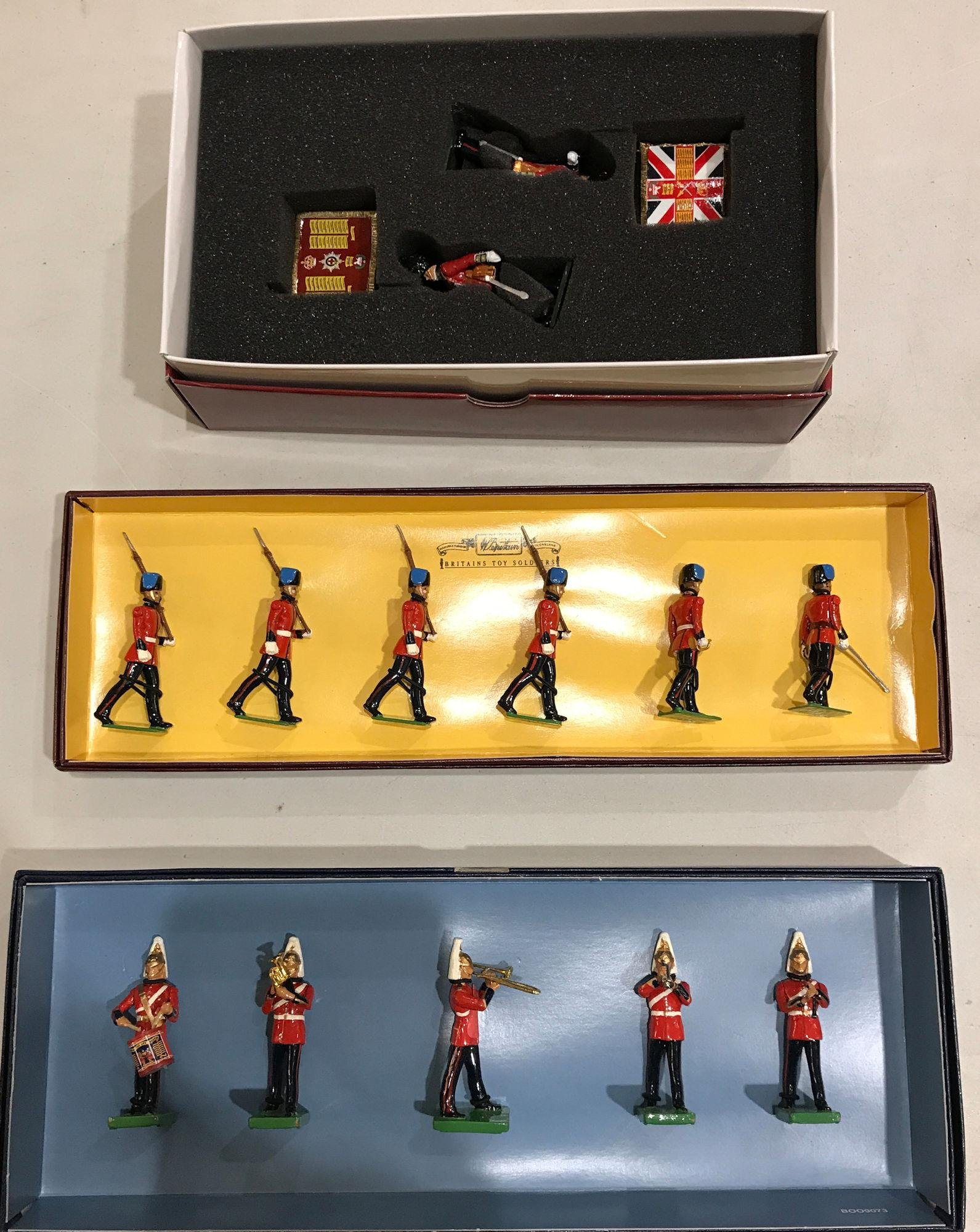 LOT 3 SETS BRITAINS SOLDIERS - 2 QUEEN'S DIAMOND