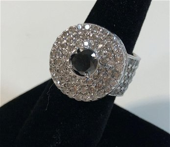 10KT WHITE GOLD AND DIAMOND FASHION RING