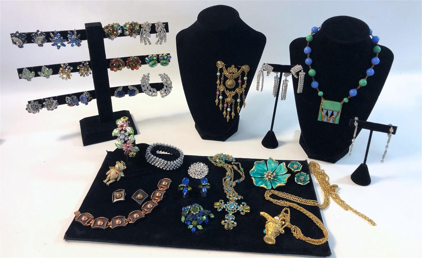 LOT OF VINTAGE JEWELRY AND ACCESSORIES