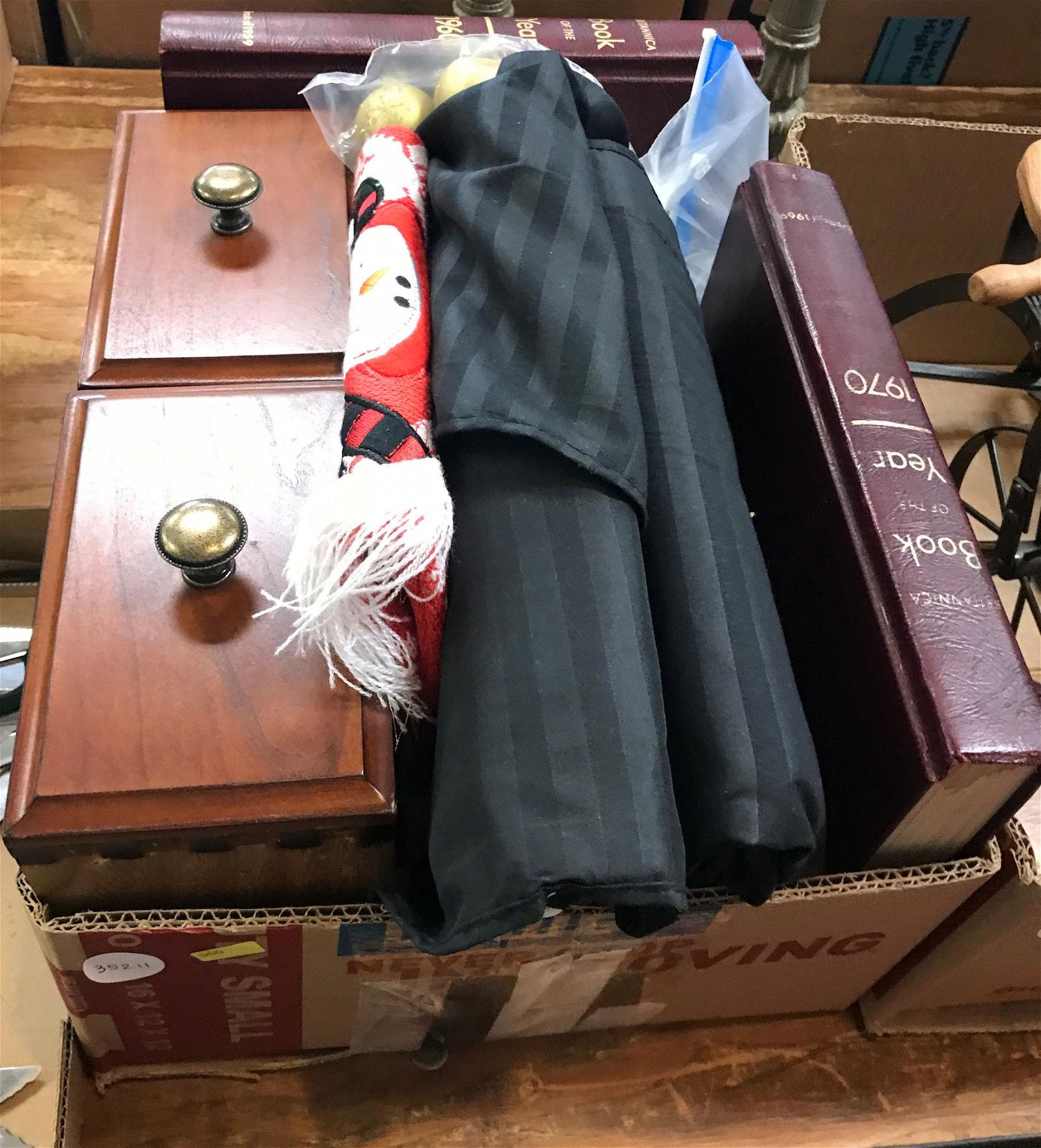 2 BOX LOTS WITH BOOKS, ORNAMENTS, DRAWERS, 2 LAMPS,