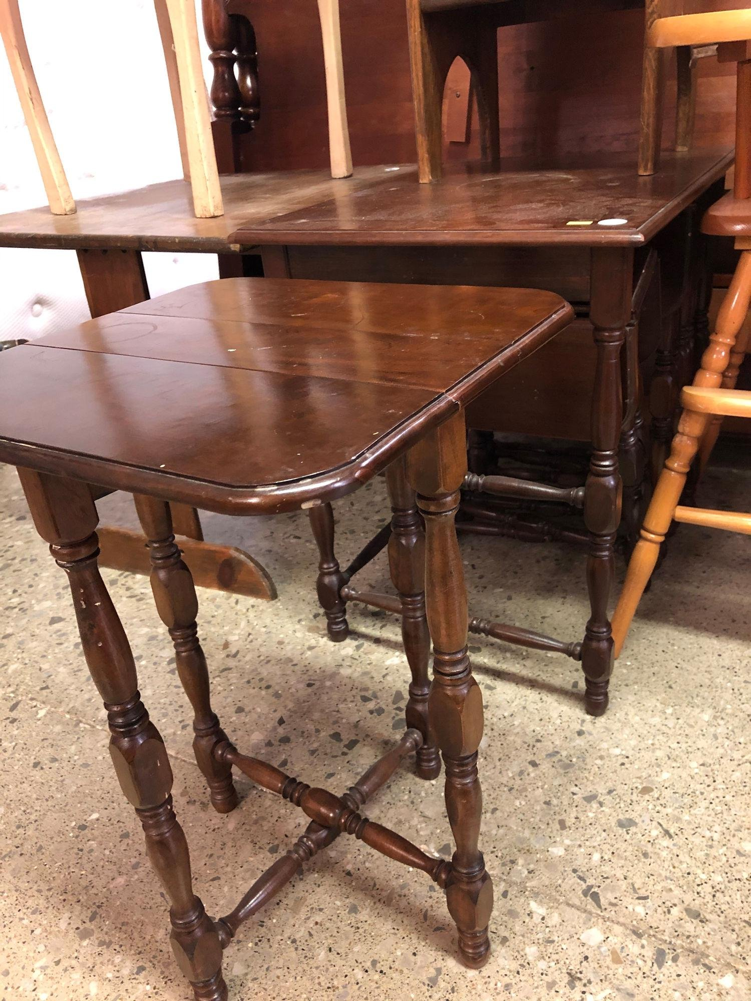 WOODEN END TABLE WITH 4 MATCHING MINI DROP LEAF TABLES