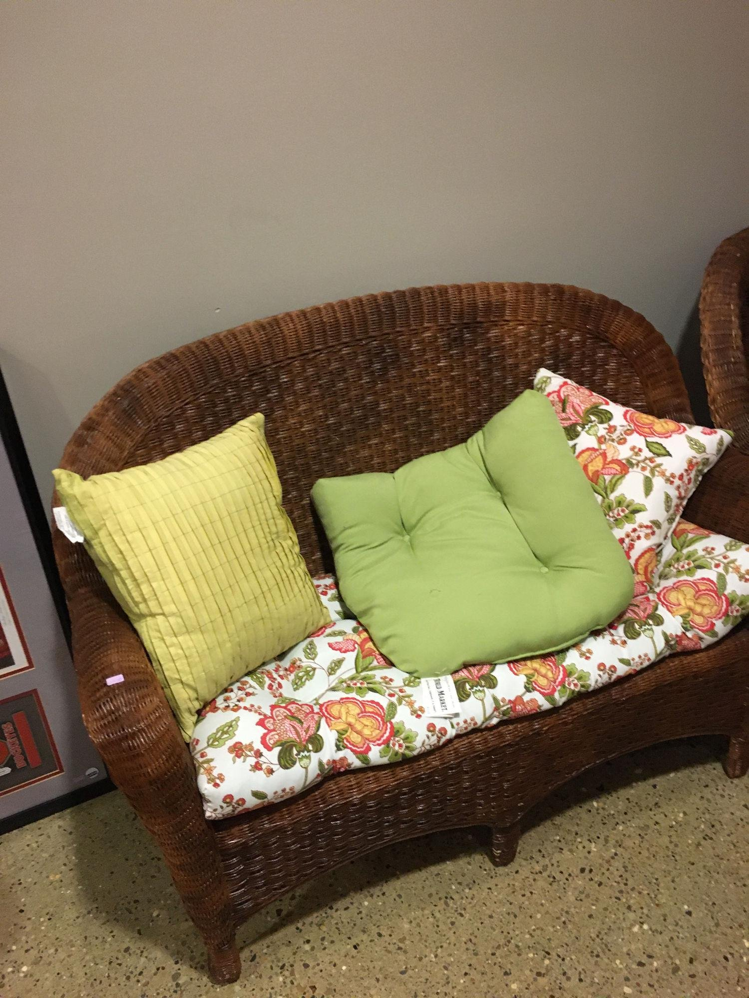WICKER PATIO SET, INCLUDES LOVESEAT, CHAIR, AND STAND