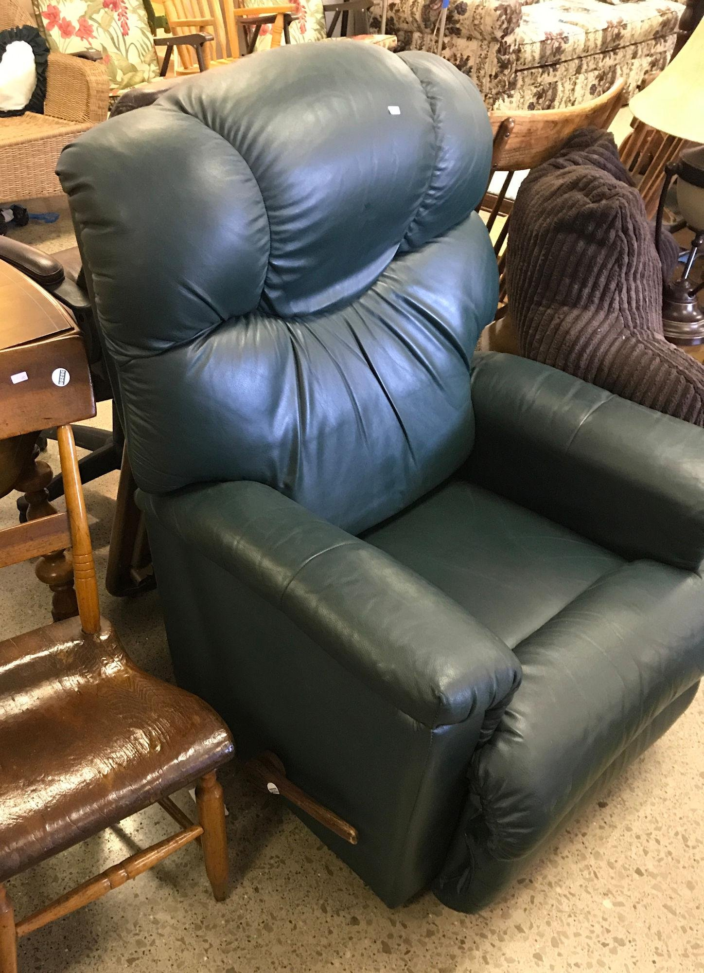 1 WOODEN CHAIR AND GREEN RECLINER