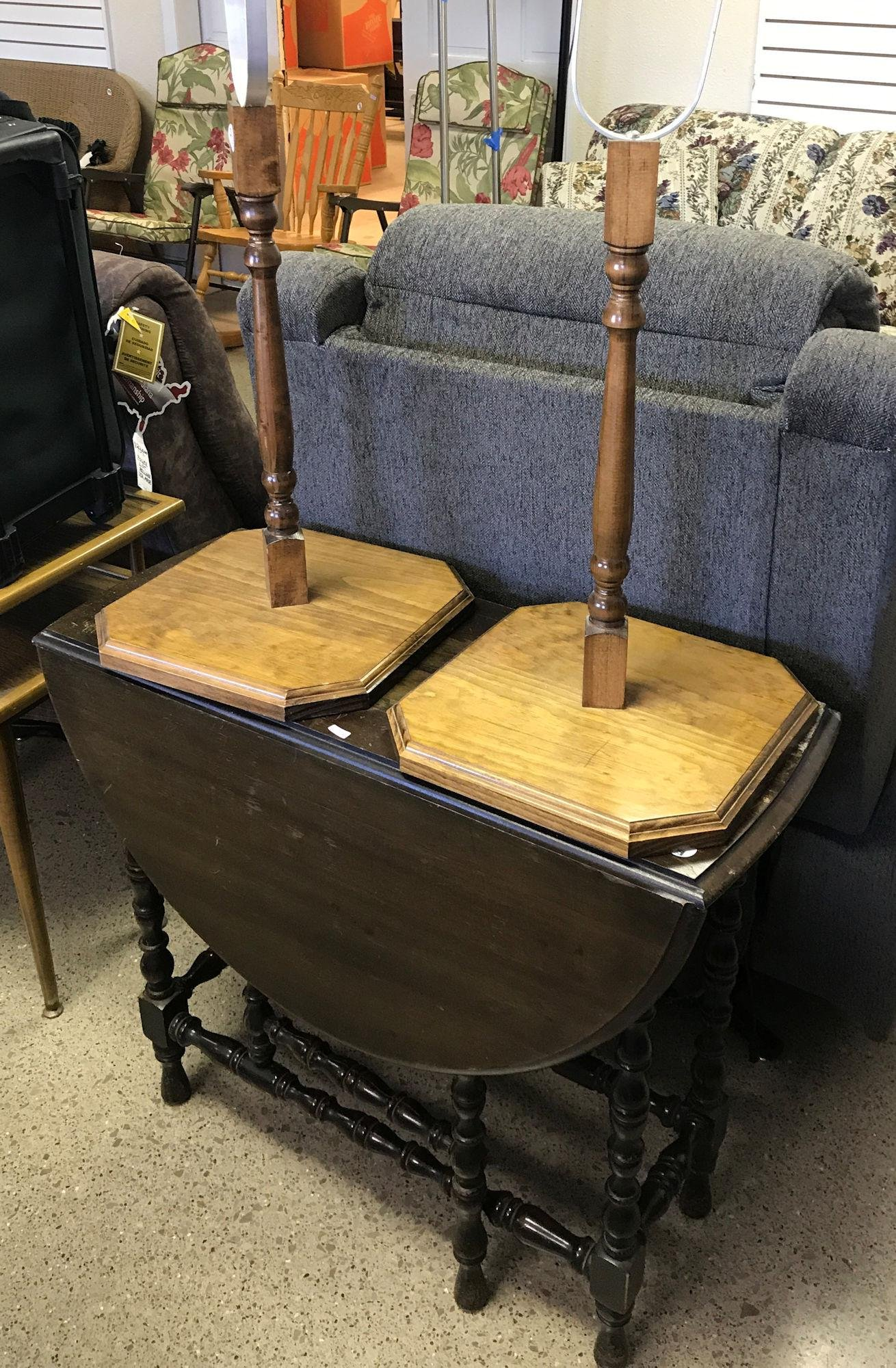 PAIR OF WOODEN LAMP STANDS AND DROP LEAF TABLE
