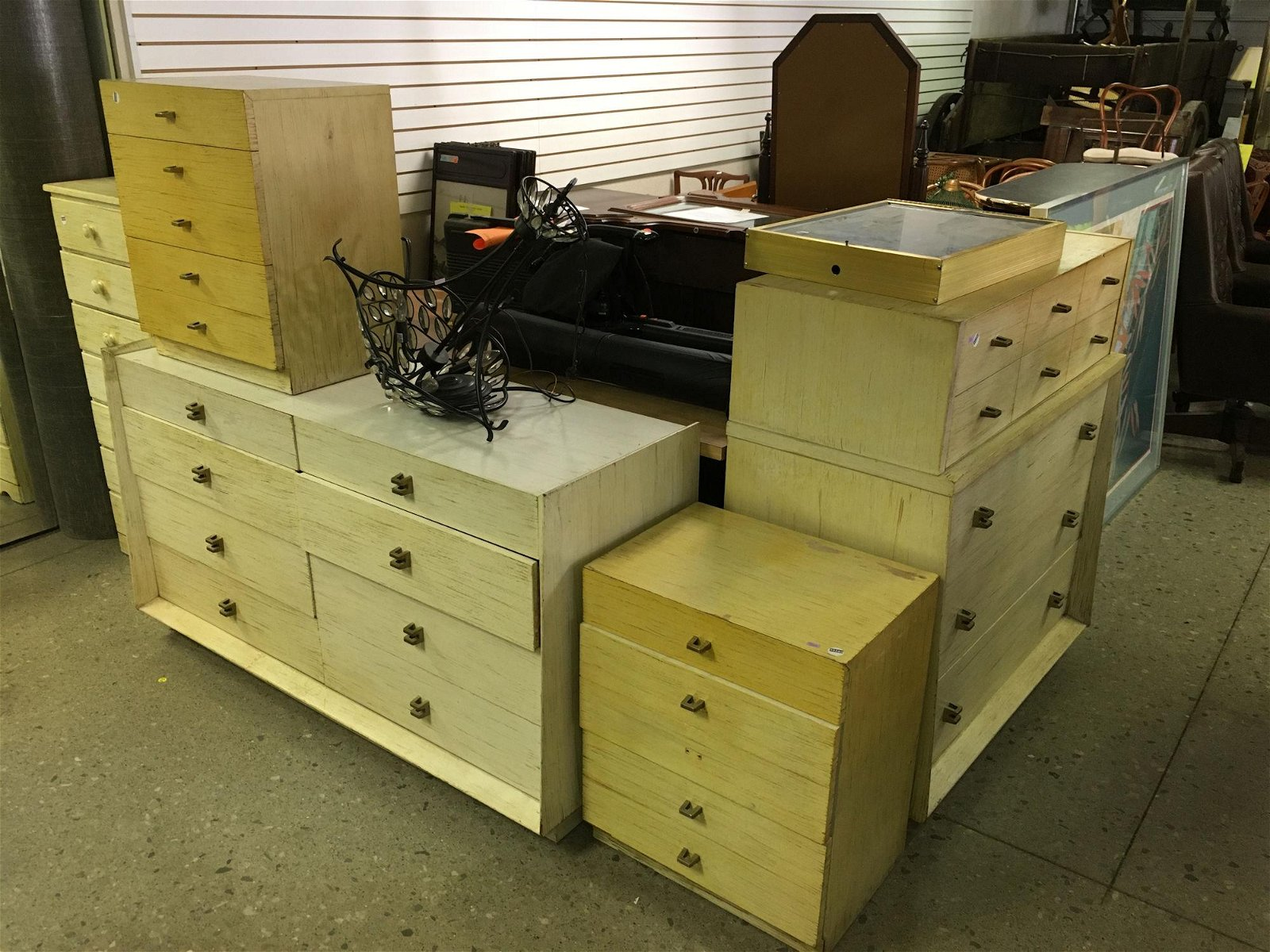 BEDROOM SET INCLUDING 2 DRESSERS AND 2 END STANDS