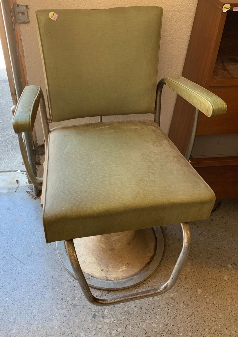 GREEN BARBER CHAIR