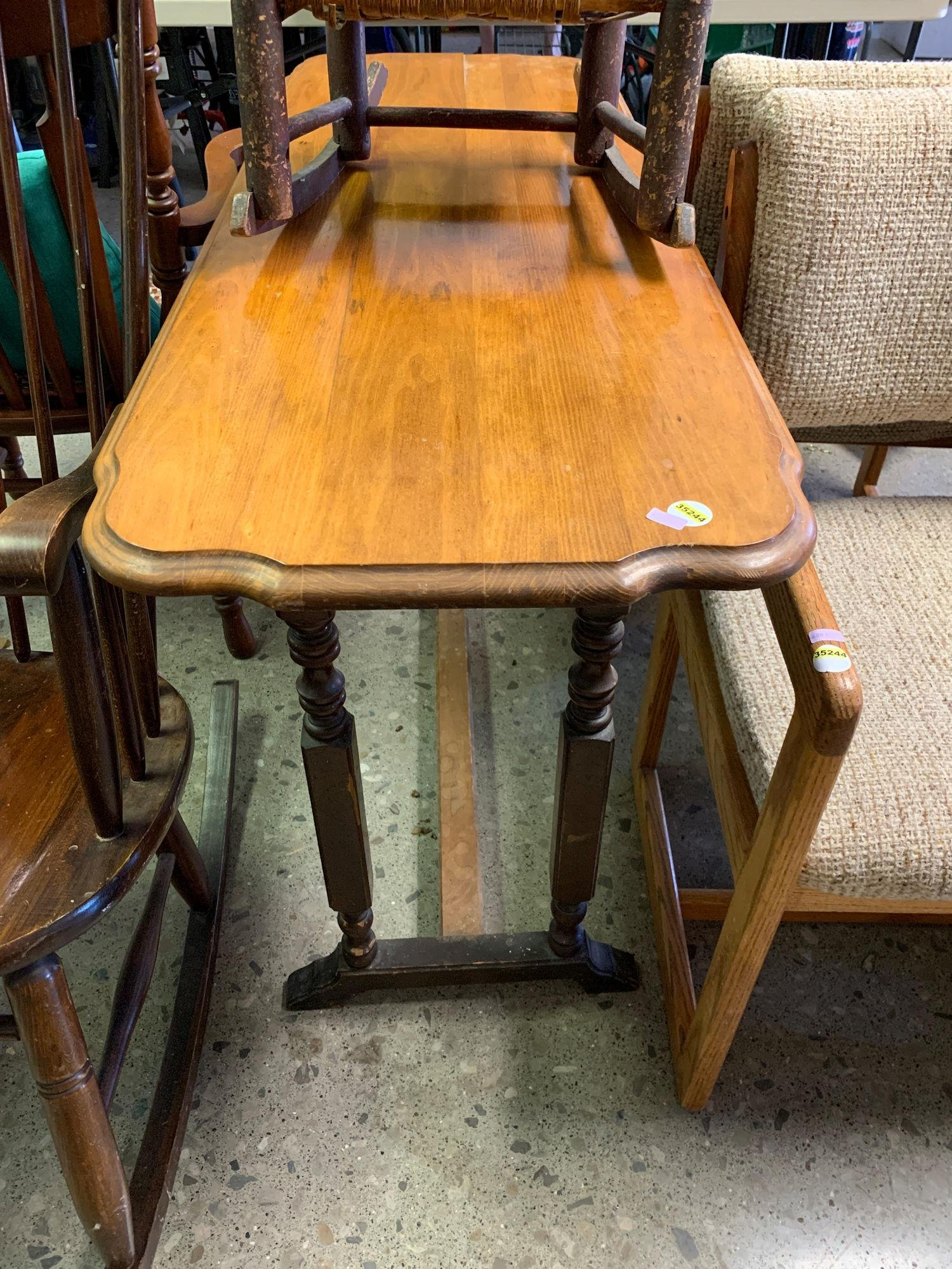 TABLE WITH STREATCHER BASE