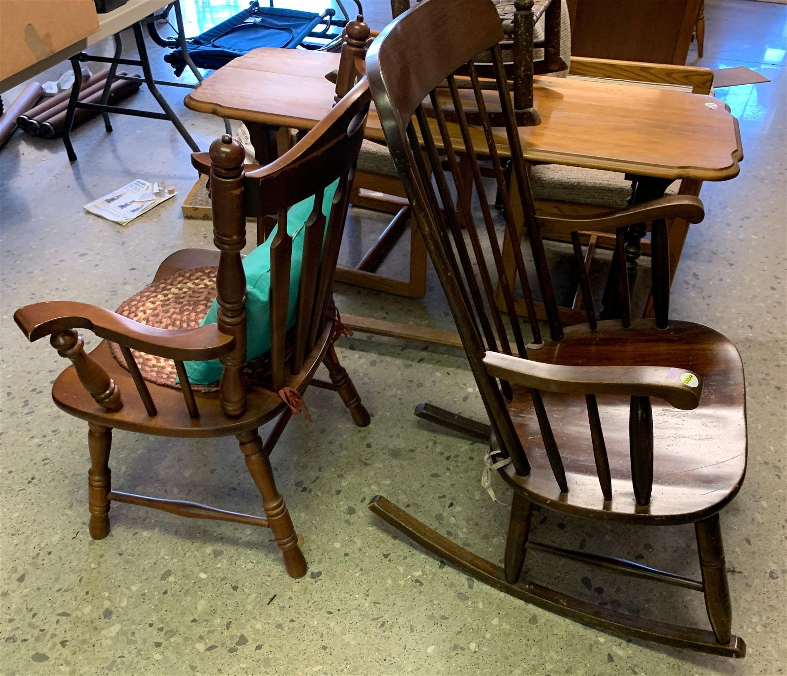 2 CHAIRS INCLUDING ROCKING CHAIR