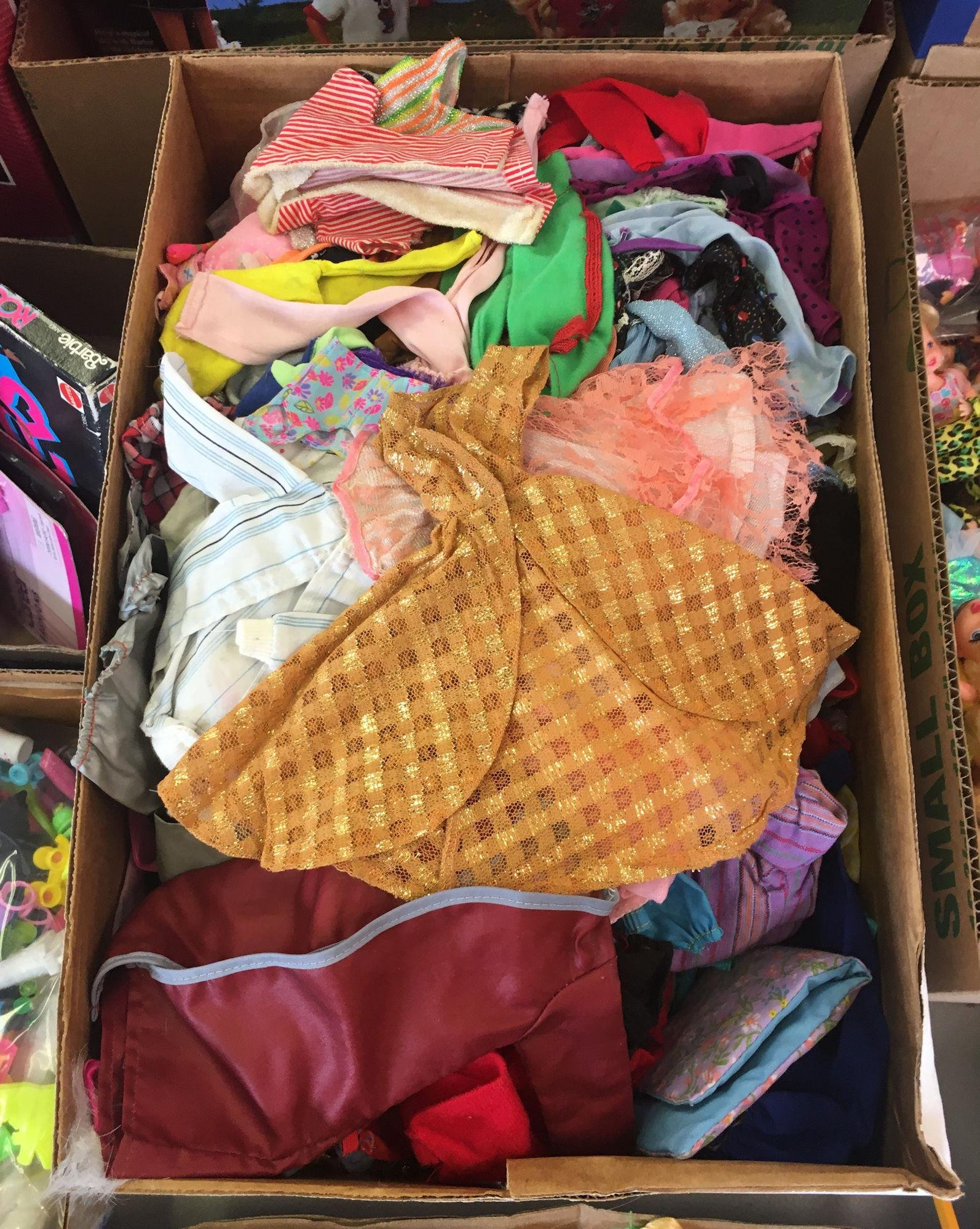 LOT OF BARBIE AND FRIENDS CLOTHES INCLUDING TAGGED