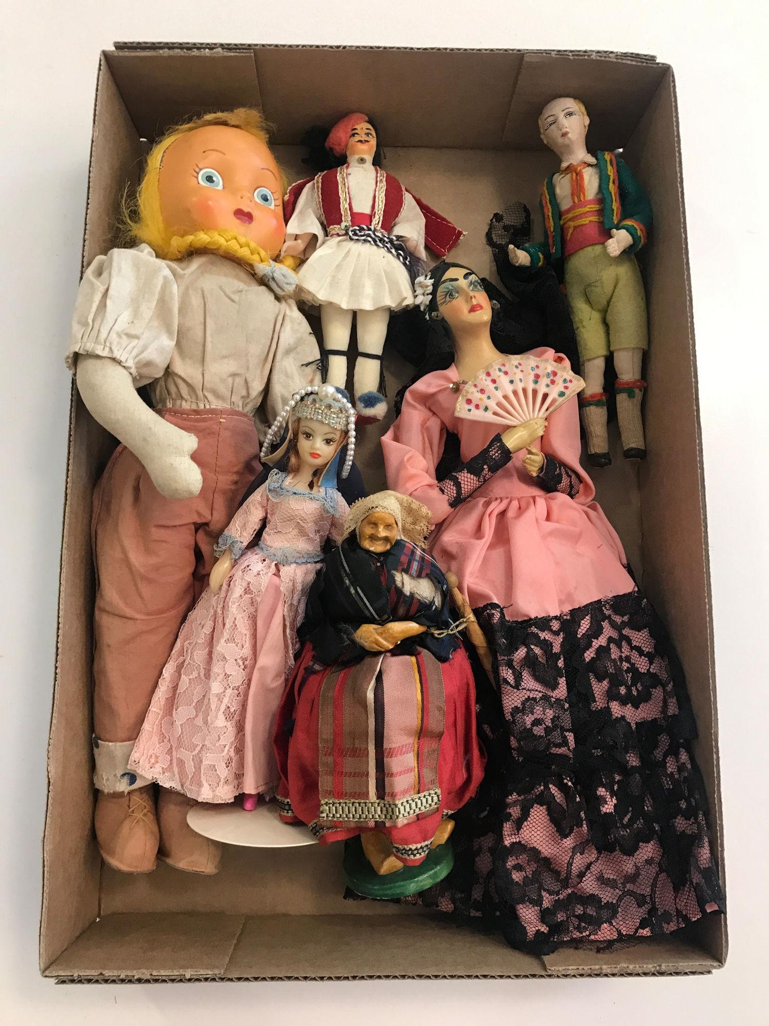 LOT (6) TRAVEL DOLLS INCLUDING POLAND, GREECE AND SPAIN;