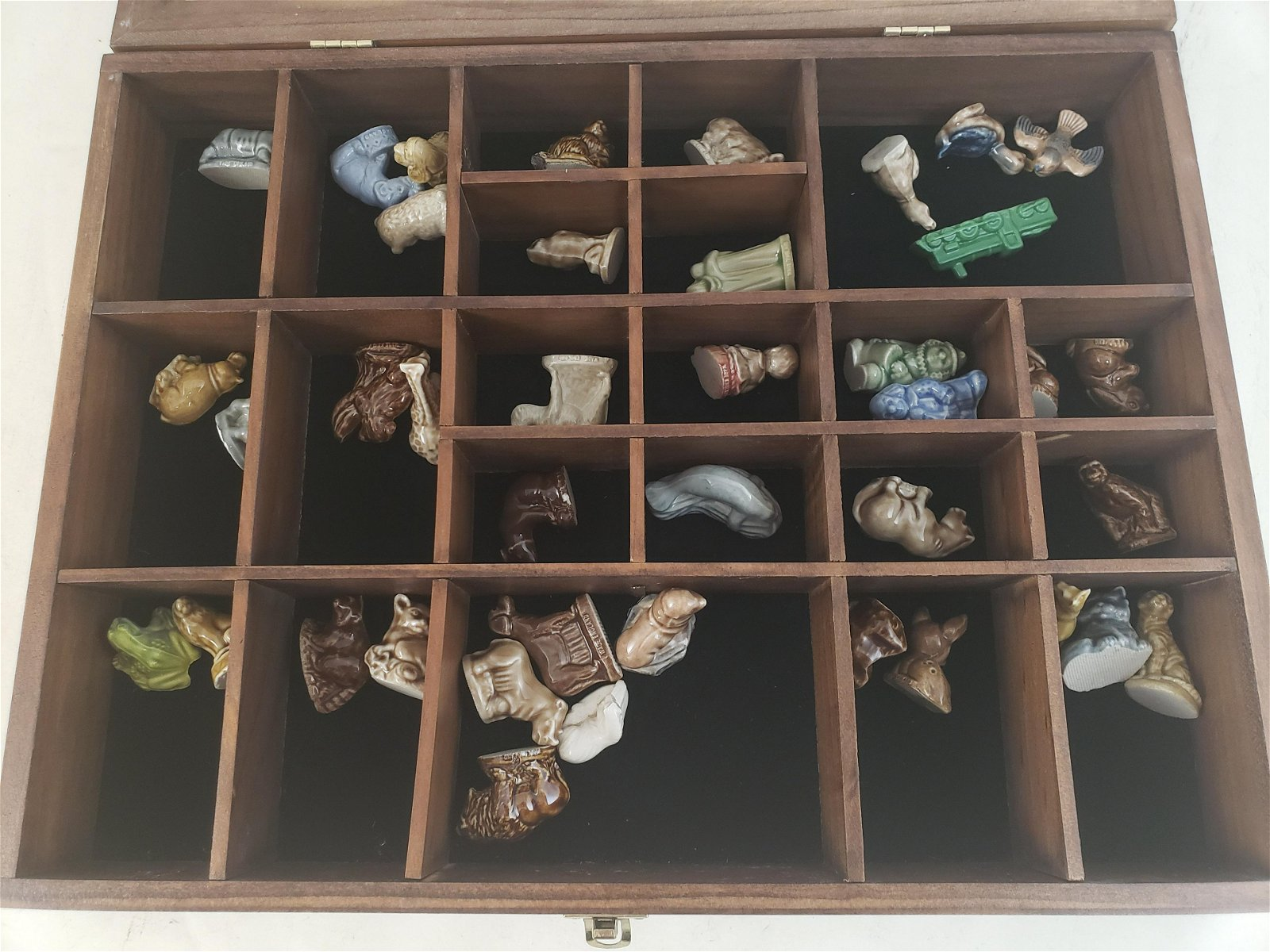 WOOD AND GLASS DISPLAY CASE WITH WADE FIGURINES