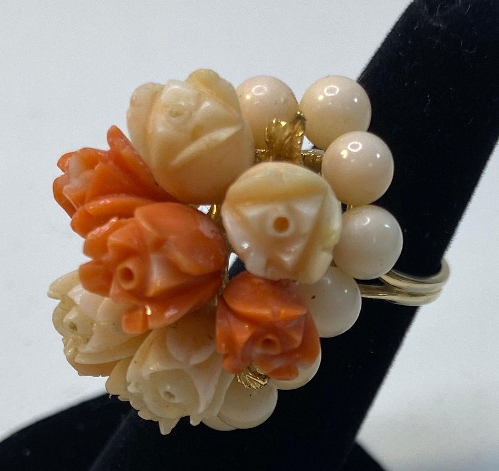 STUNNING VINTAGE 14KT YELLOW GOLD AND CORAL RING