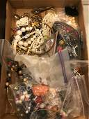 BOX LOT ASSORTED VINTAGE TO MODERN ACCESSORIES