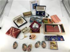 LOT OF ASSORTED LADIES' ACCESSORIES