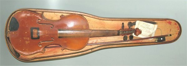5005: VIOLIN W/BOW, NO STRINGS, MISSING HALF OF CASE
