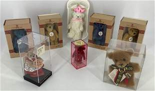 Lot 8 of teddy bears in boxes and packaging.