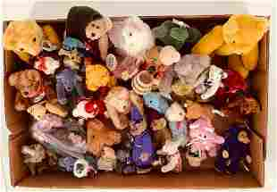 Lot of stuffed teddy bears of different sizes.