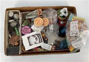 Lot including miniature doll metal items, miniature