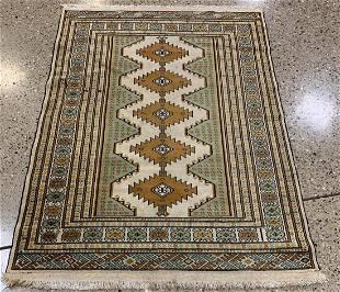 Oriental rug, Turkoman rug circa 1970's 3.8' x 5.2'.