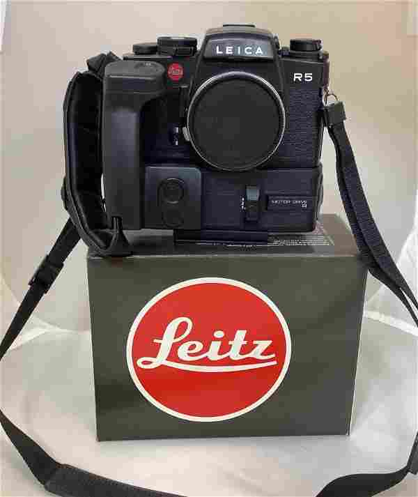 Leica camera, R5. With motor drive R. Includes box.