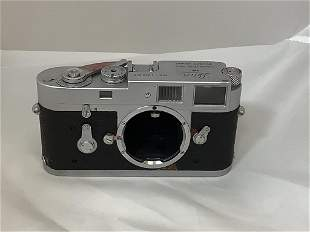 Leica camera M2 1049 338. Working condition unknown