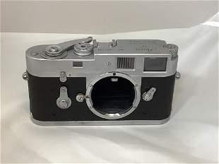 Leica camera M2 1087-848. With original box. Working