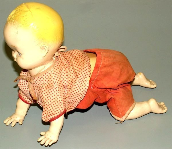 3605: TIN & PLASTIC WIND-UP CRAWLING BABY, WORKING COND