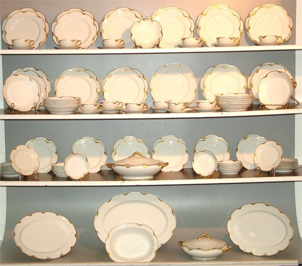 5024: 98 PCS HAVILAND LIMOGES CHINA DINNERWARE W/GOLD T