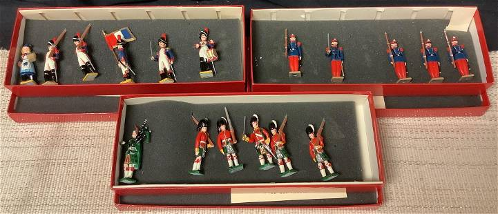 Collection of toy soldiers including