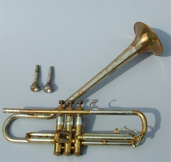 5007: BRASS & SILVERTONE TRUMPET, ROUGH CONDITION 15 1/
