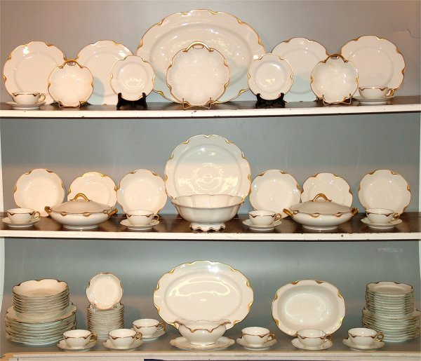 5012: 94 PC SET HAVILAND LIMOGES WHITE DINNERWARE