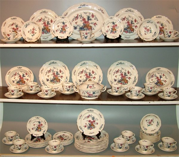 "5016: 86 PC SET WEDGWOOD ""WILLIAMSBURG POTPOURRI"""