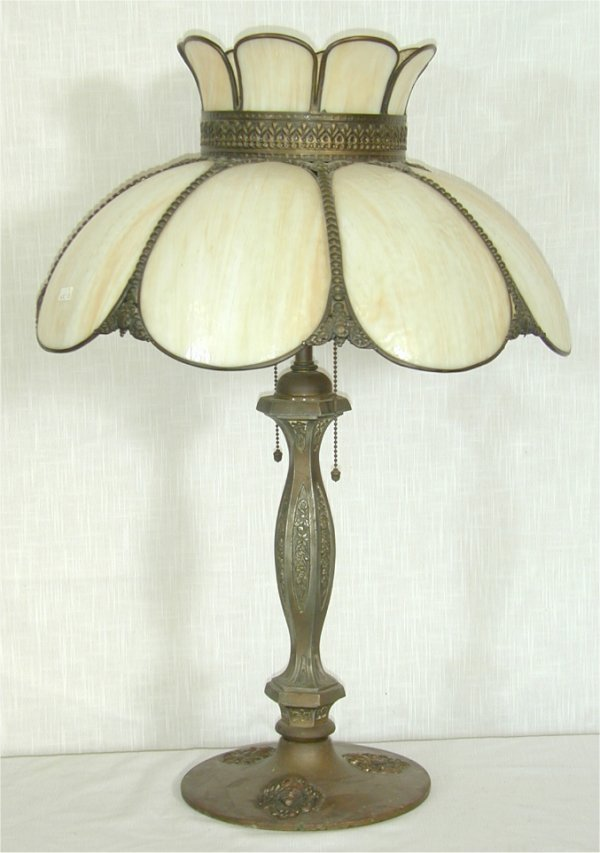 5022: VICTORIAN BRASS TABLE LAMP W/EMBOSSED B
