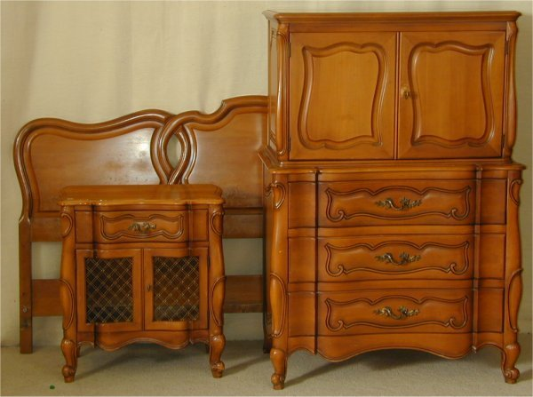 901: 5 PC PROVINCIAL BEDROOM SUITE INCL KING