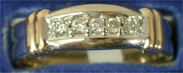 1418: 14K W G BAND W/5 DIAMONDS & (2) Y G BAR