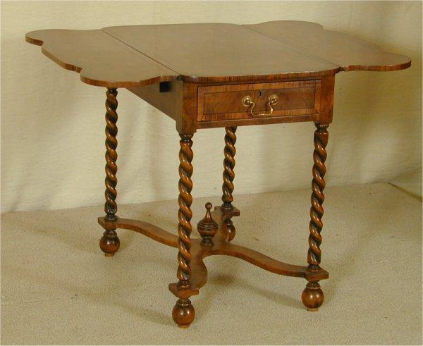 5013: WALNUT DROP LEAF LAMP TABLE W/STRETCHER BASE & RO