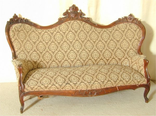 5503: WALNUT VICTORIAN SERPENTINE BACK SOFA W/CARVED CR