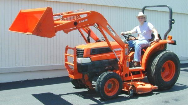 4: 2003 Kubota tractor L3130 HST with LA 513 front load