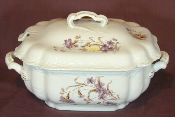 "5019: EARLY HAVILAND CHINA COV TUREEN 13""L"