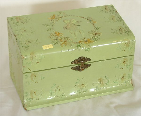 5020: VICT HINGED DRESSER BOX W/EMBOSSED FIGURE MOTIF 1
