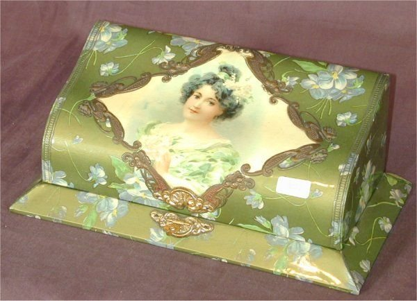 5021: VICT HINGED LADIES DRESSER SET W/PORTRAIT MOTIF 1