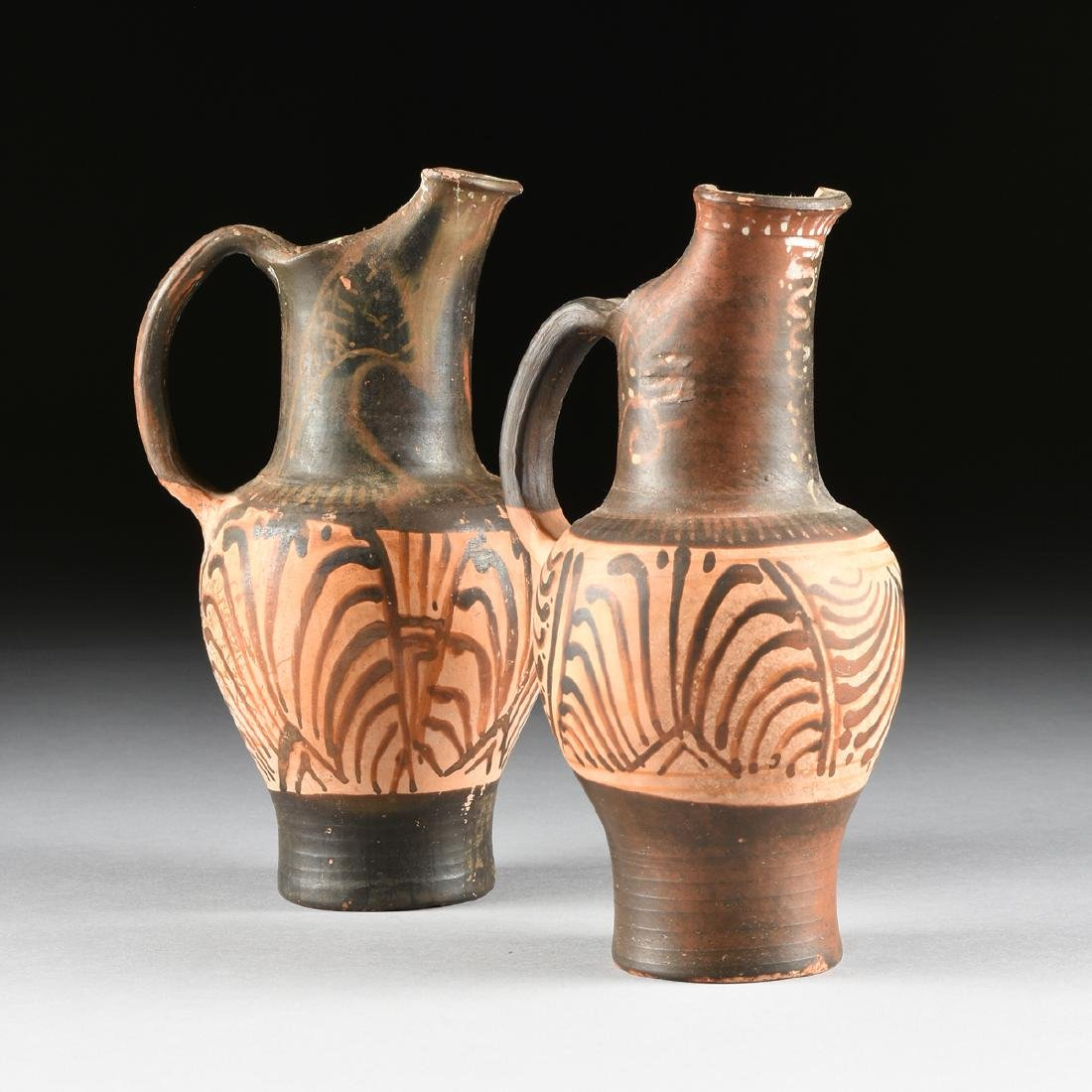 A PAIR OF ETRUSCAN STYLE BLACK FIGURE TREFOIL OINOCHOES - 2