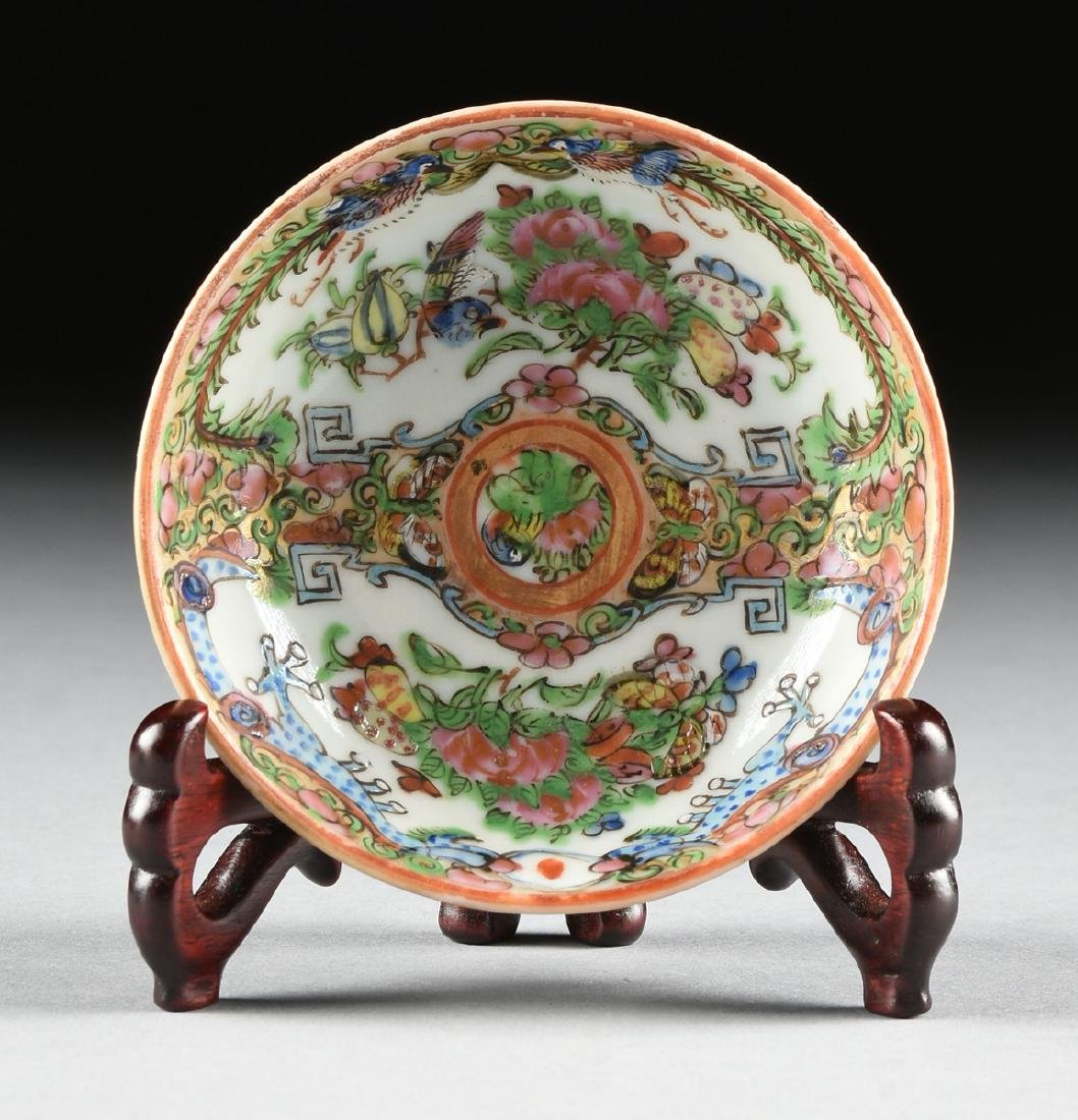 """A CHINESE EXPORT PORCELAIN """"ROSE MEDALLION"""" PATTERN - 7"""