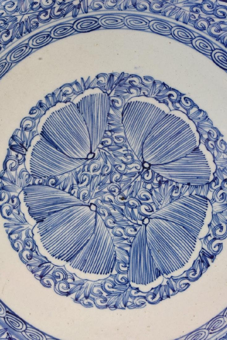 A LARGE CHINESE BLUE AND WHITE PLATE, - 4