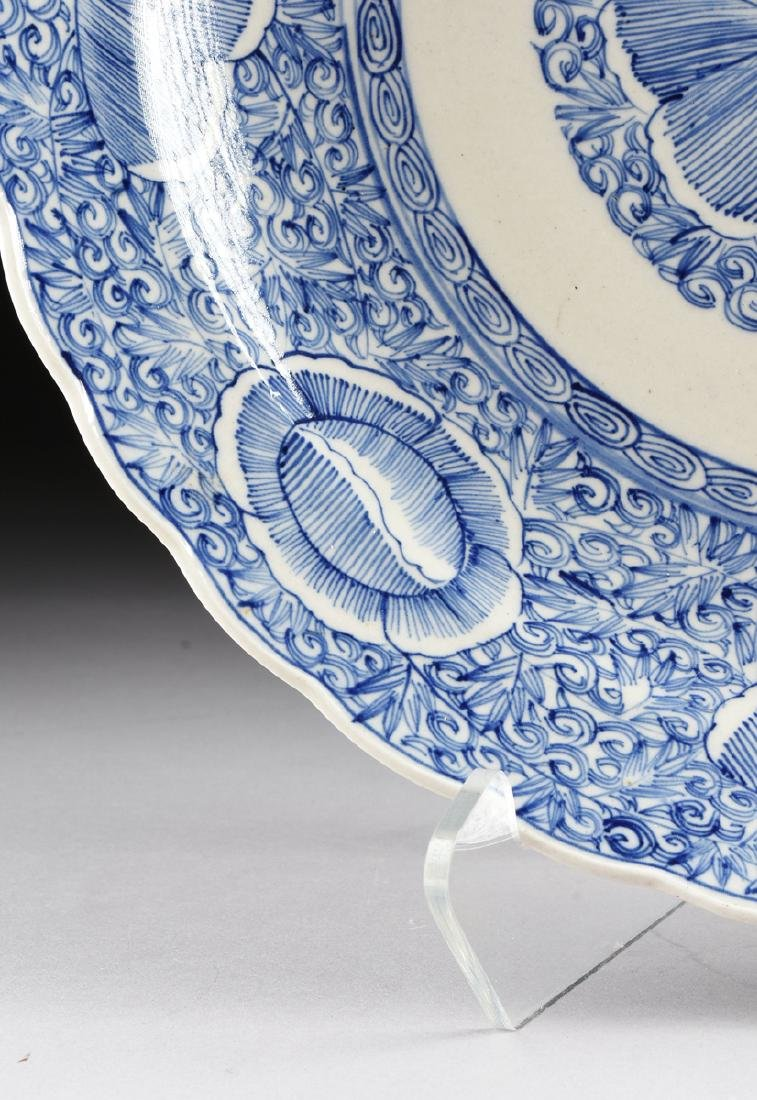 A LARGE CHINESE BLUE AND WHITE PLATE, - 5